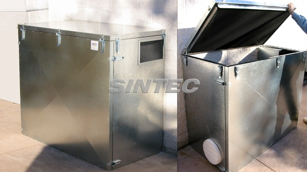Cabina acústica desmontable de forma total mediante mecanismos de enganche rápido.
